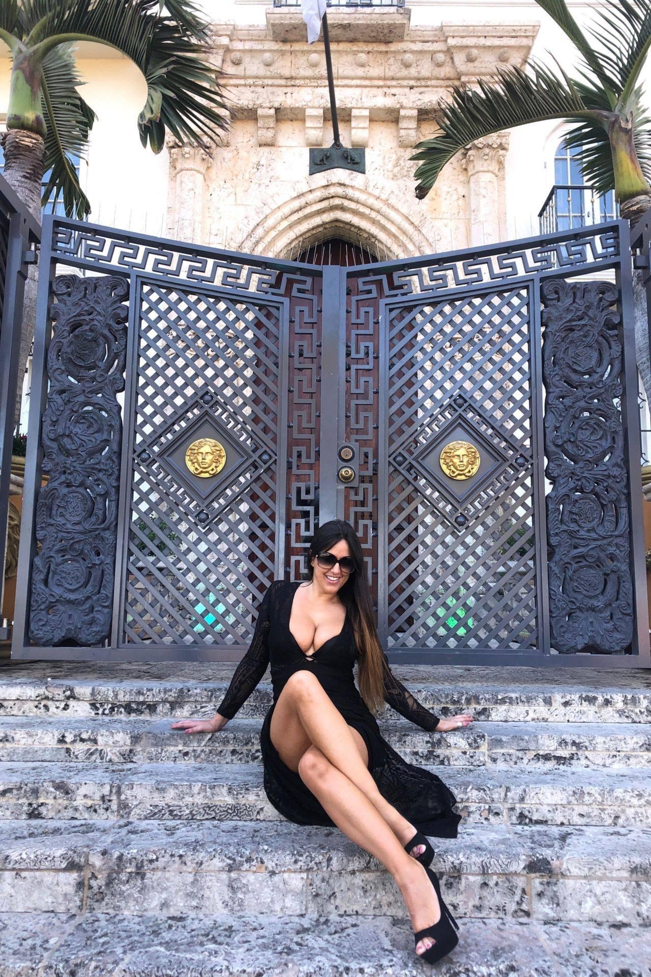 Claudia Romani – Sexy Legs And Big Boobs In Beautiful Black Dress 0016