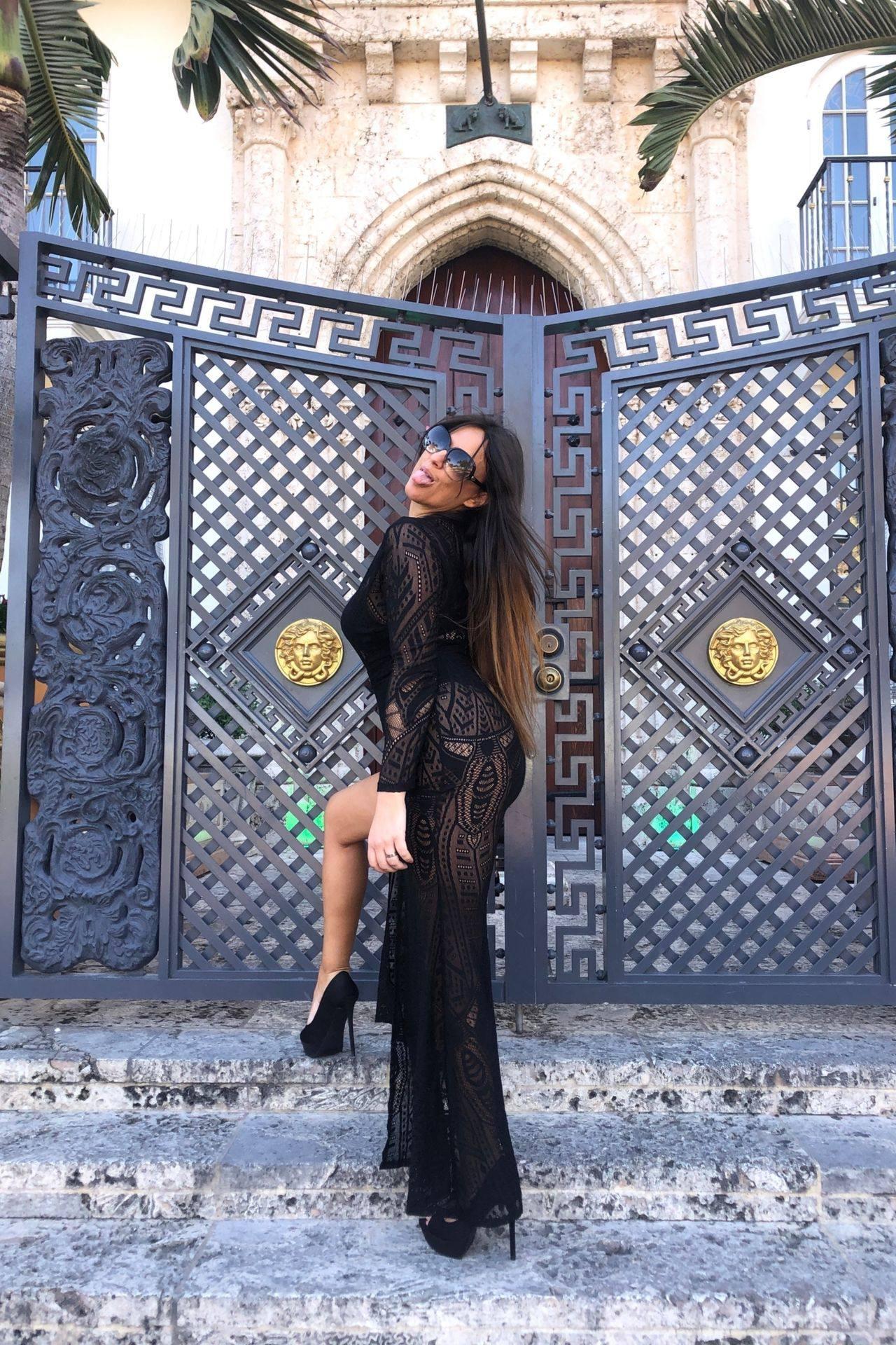 Claudia Romani – Sexy Legs And Big Boobs In Beautiful Black Dress 0017