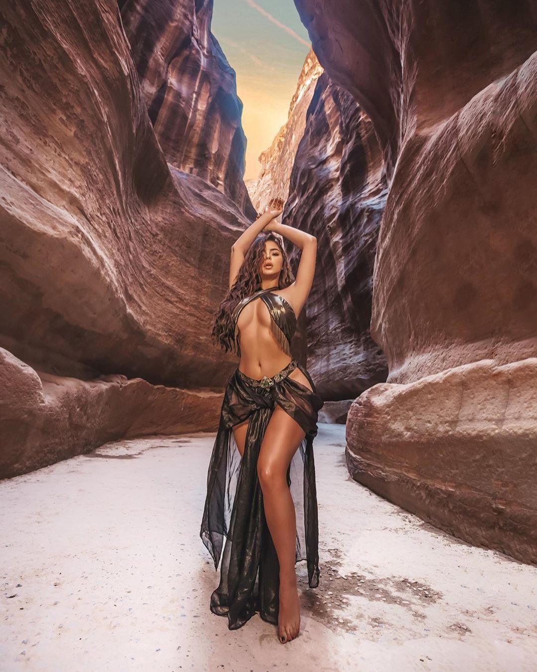 Demi Rose Nude & Sexy 0056