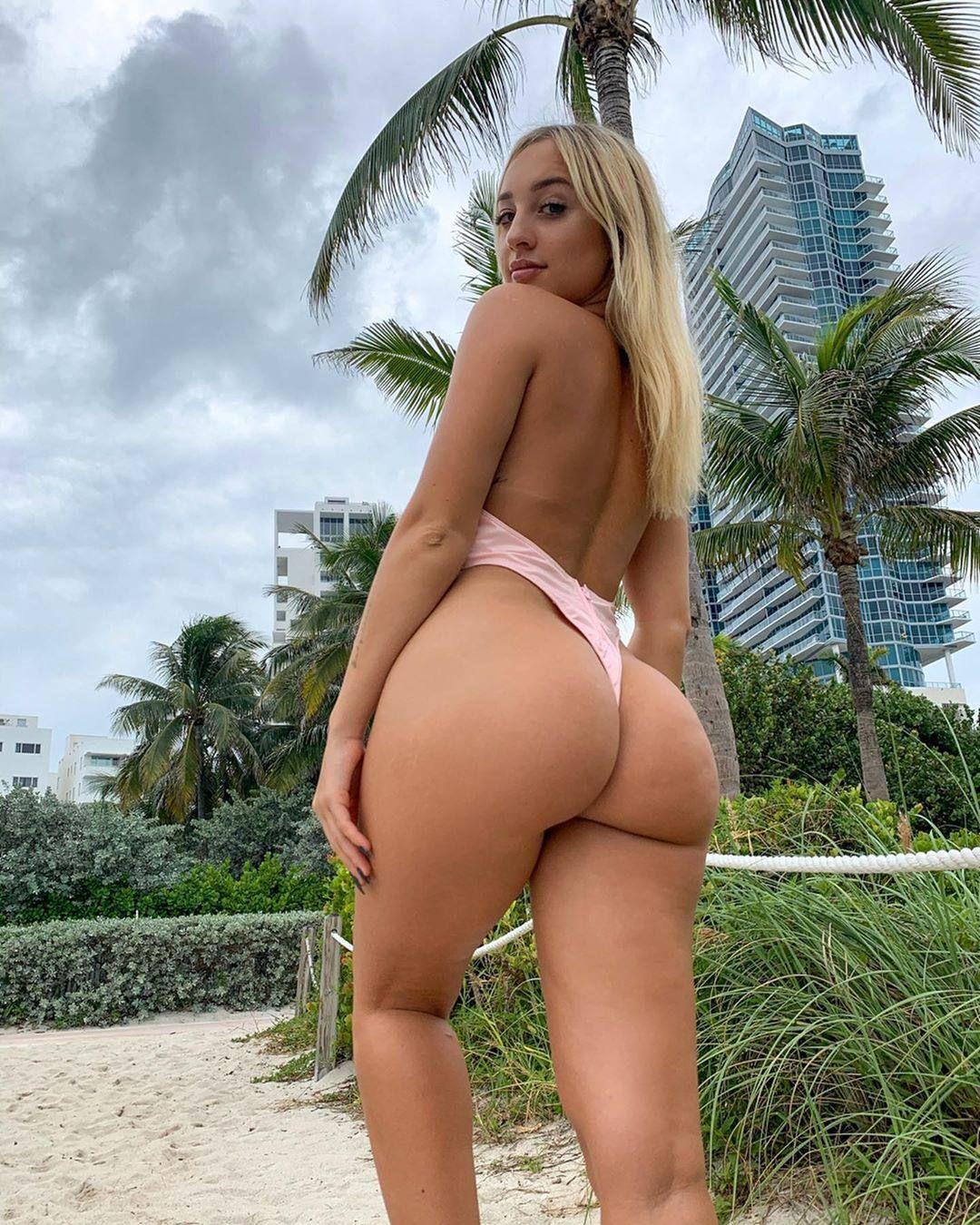 Jenni Niemaann Sexy & Topless 0009