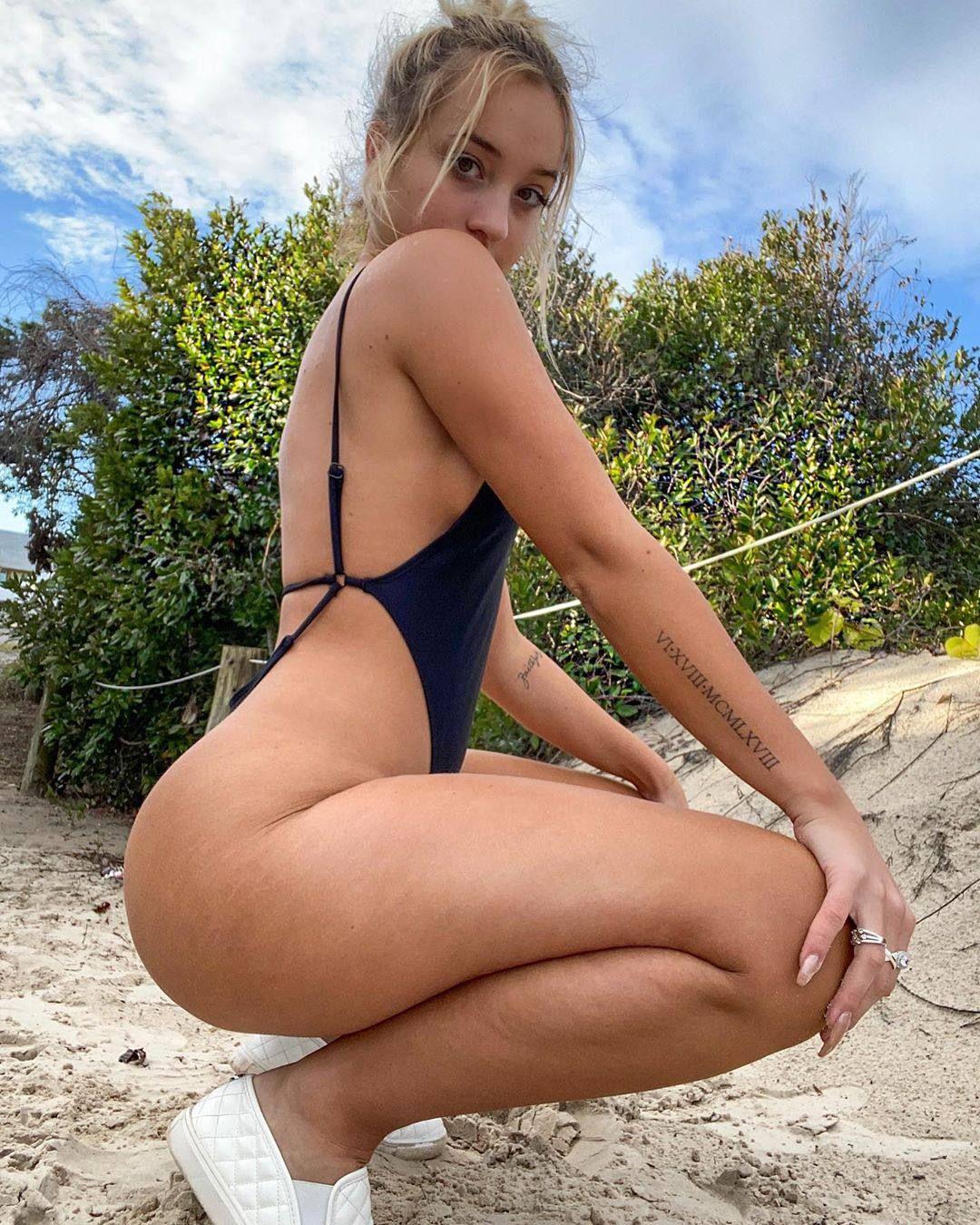 Jenni Niemaann Sexy & Topless 0013