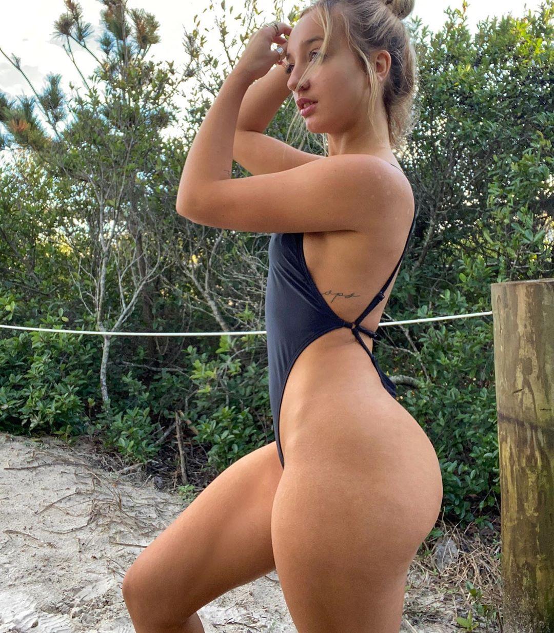 Jenni Niemaann Sexy & Topless 0020