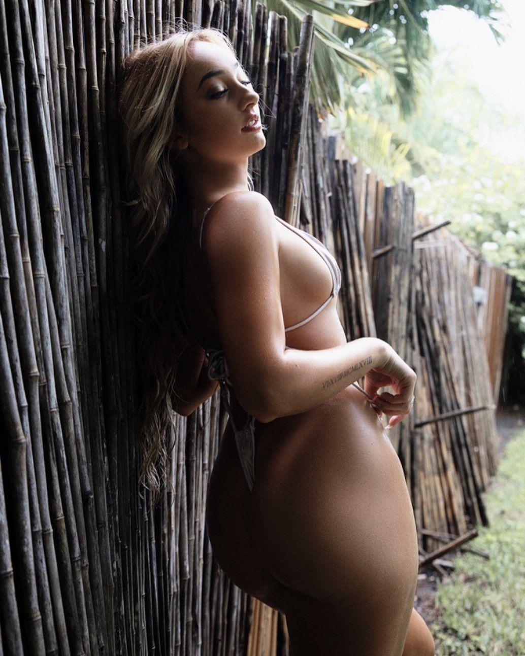 Jenni Niemaann Sexy & Topless 0047