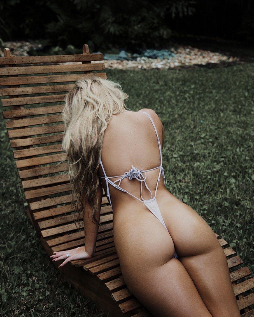 Jenni Niemaann Sexy & Topless 0056