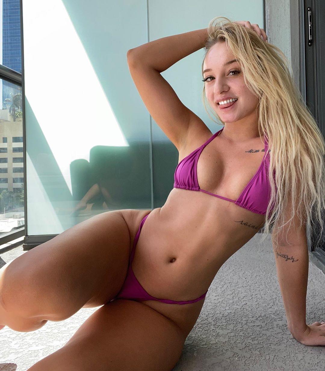 Jenni Niemaann Sexy & Topless 0059