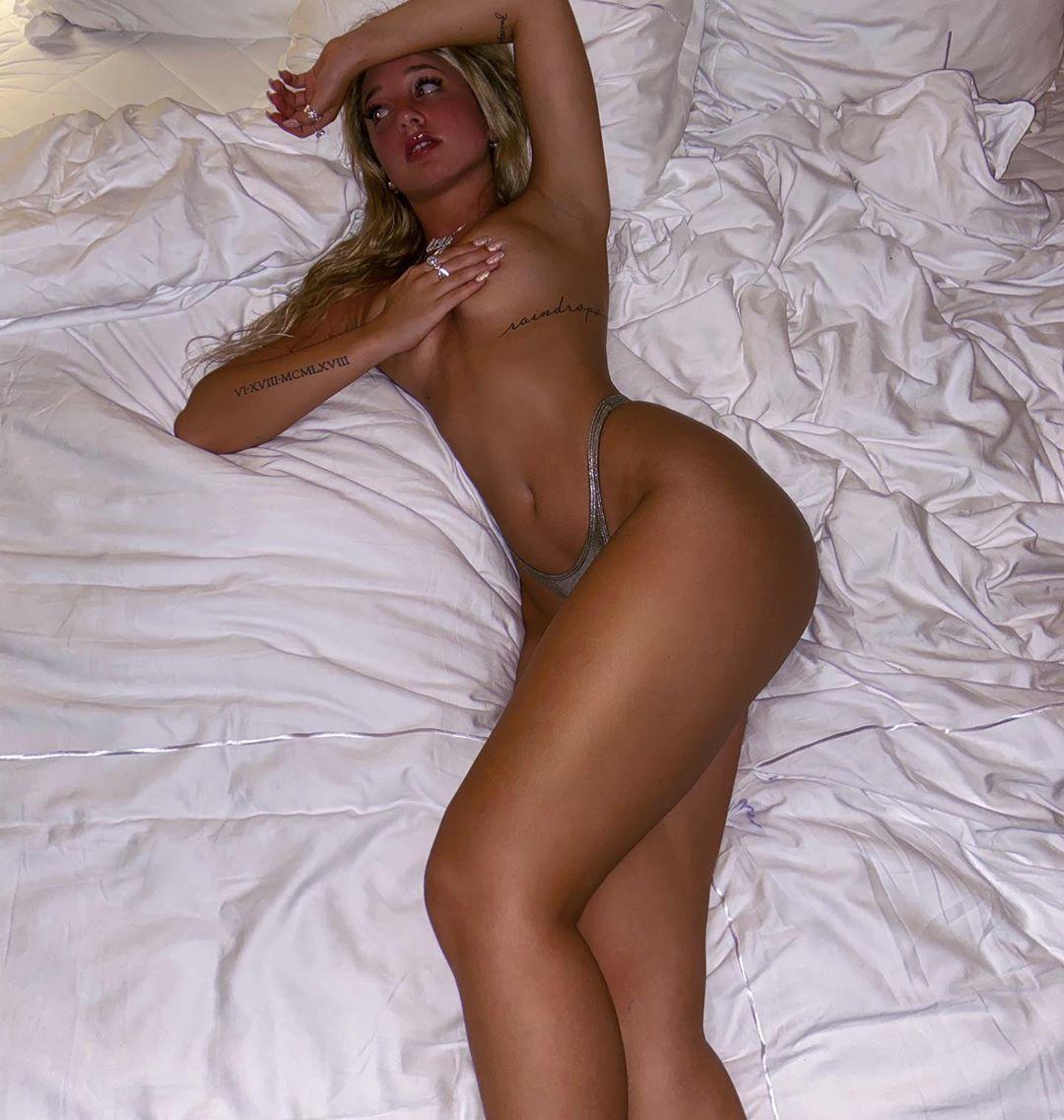 Jenni Niemaann Sexy & Topless 0081
