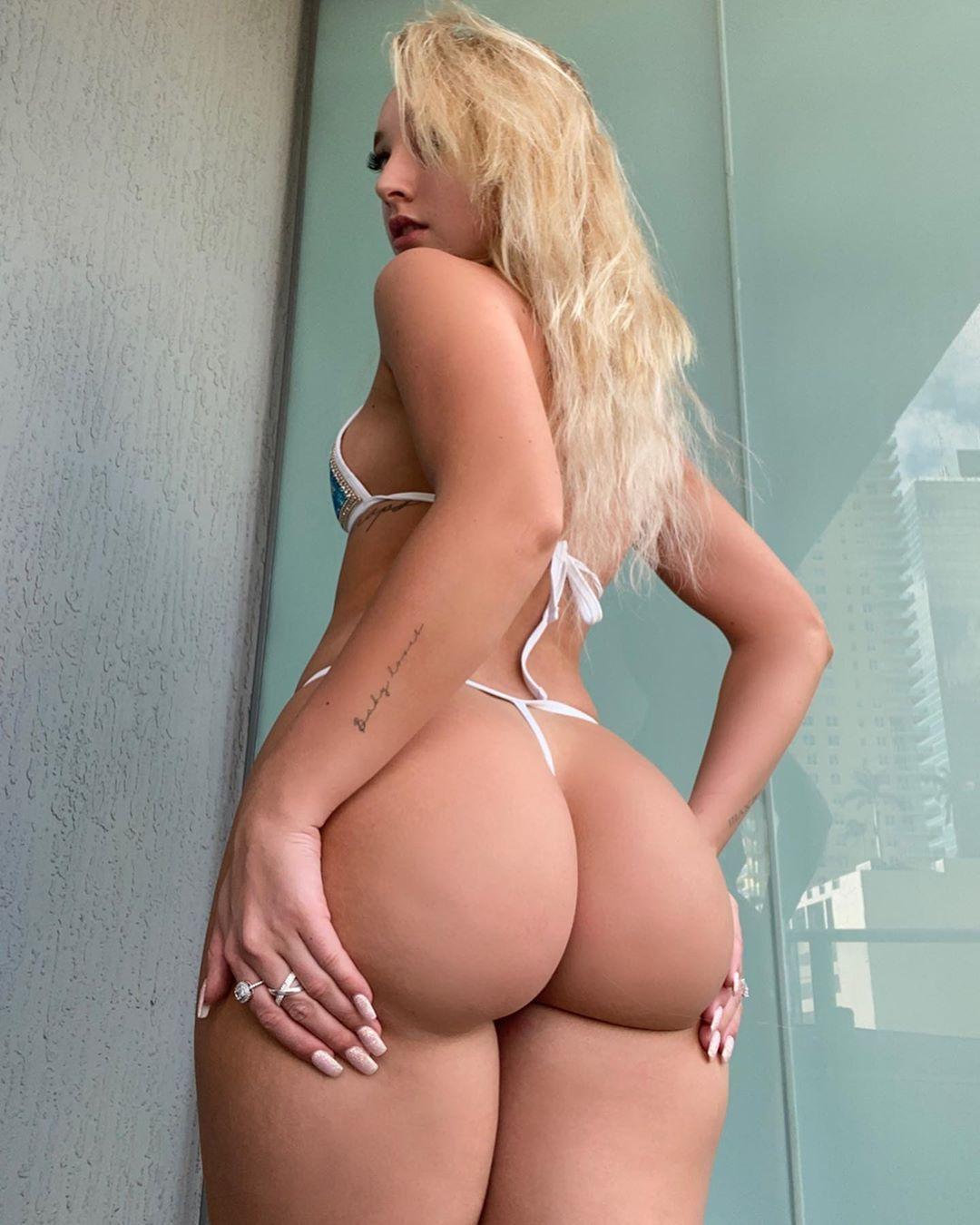 Jenni Niemaann Sexy & Topless 0082