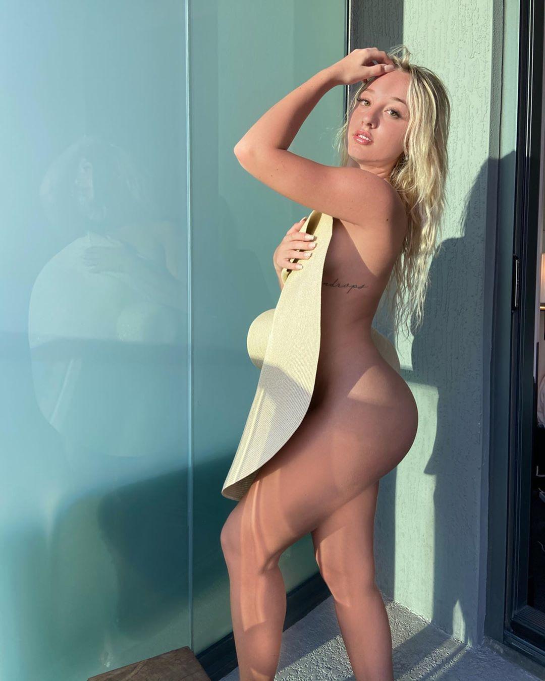 Jenni Niemaann Sexy & Topless 0086