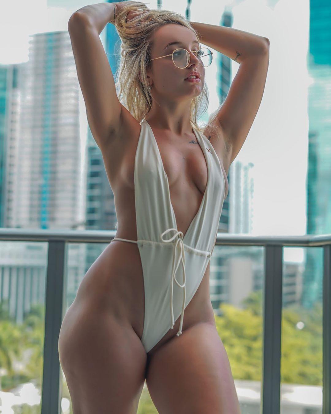 Jenni Niemaann Sexy & Topless 0095