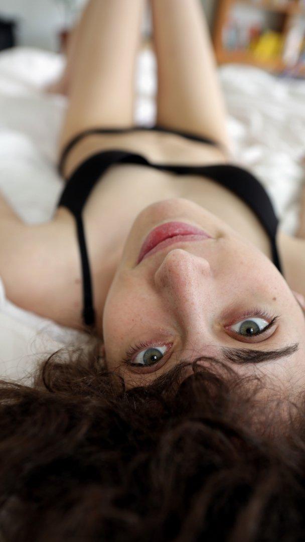 Ersties.com - Smart and Sexy: Katrin