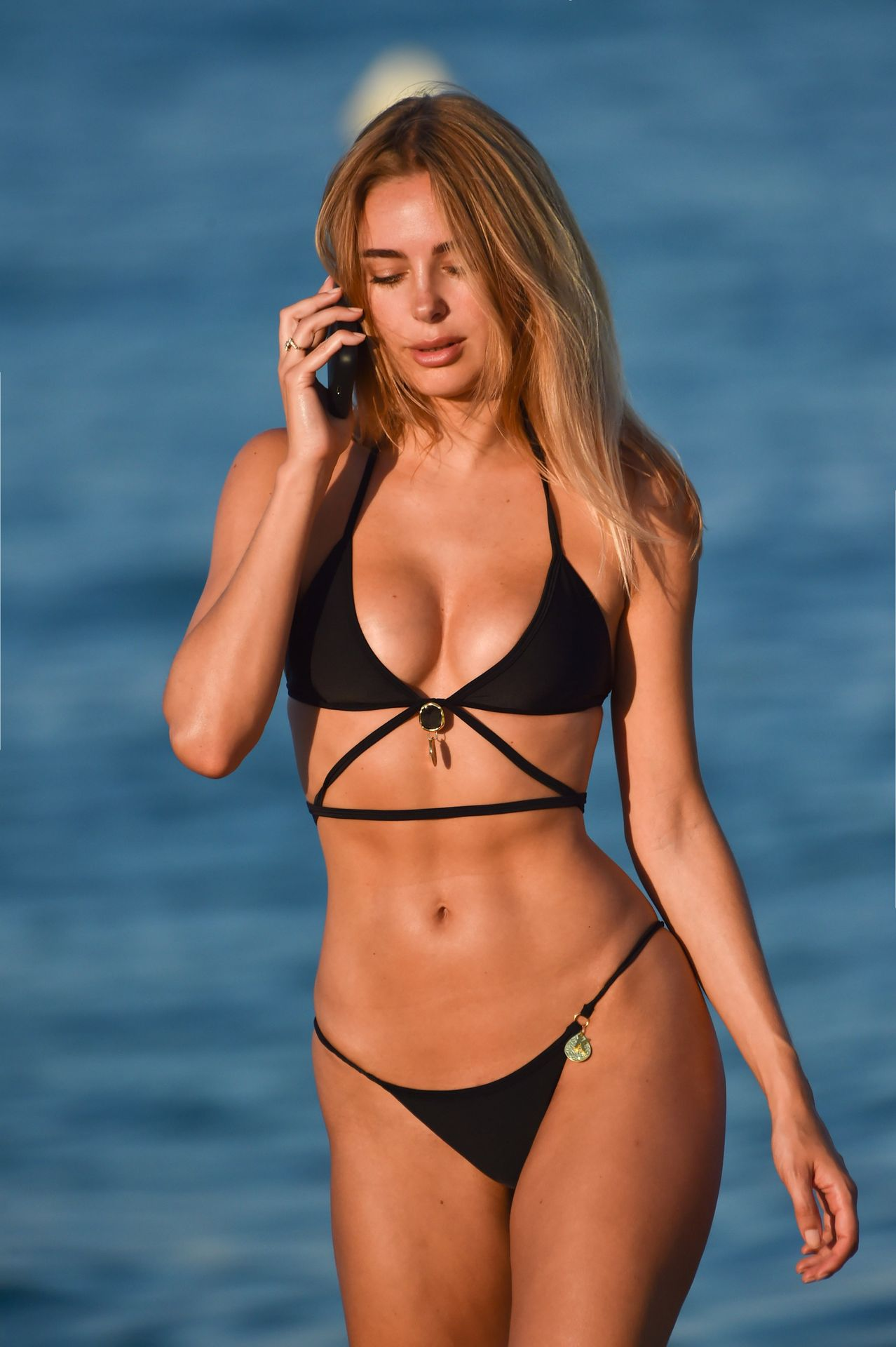 Kimberley Garner Hits The Beach On A Recent Holiday In Miami 0002