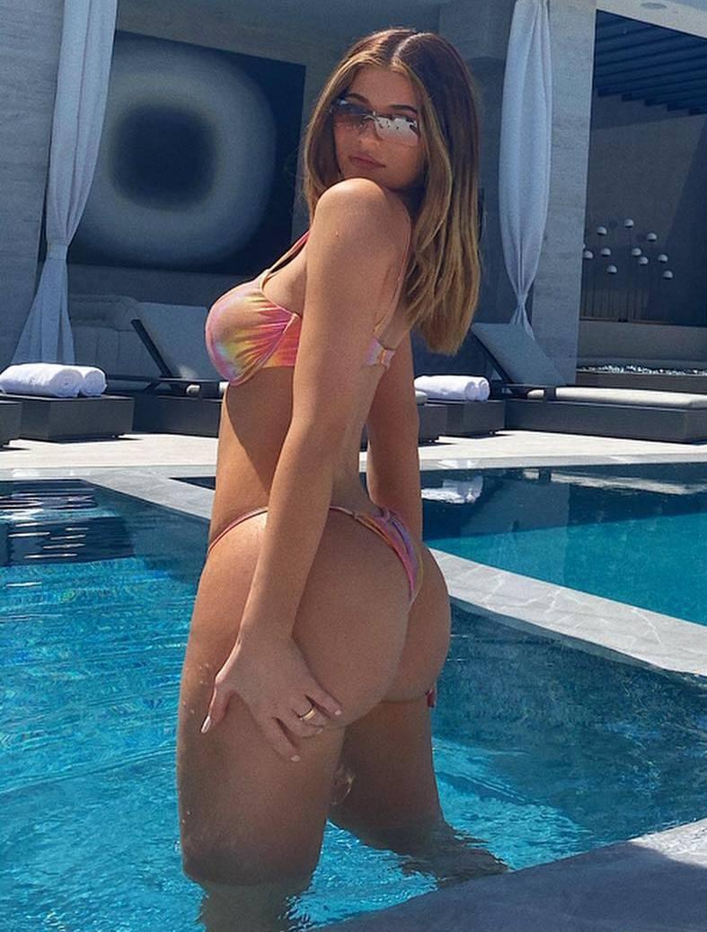 Kylie Jenner – Big Boobs And Ass In Sexy Bikini Photoshoot 0001