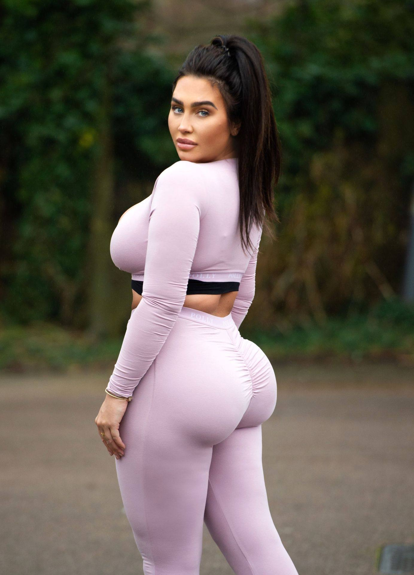 Lauren Goodger – Sexy Thick Body In Leggings And Revealing Top Out In Essex 0006