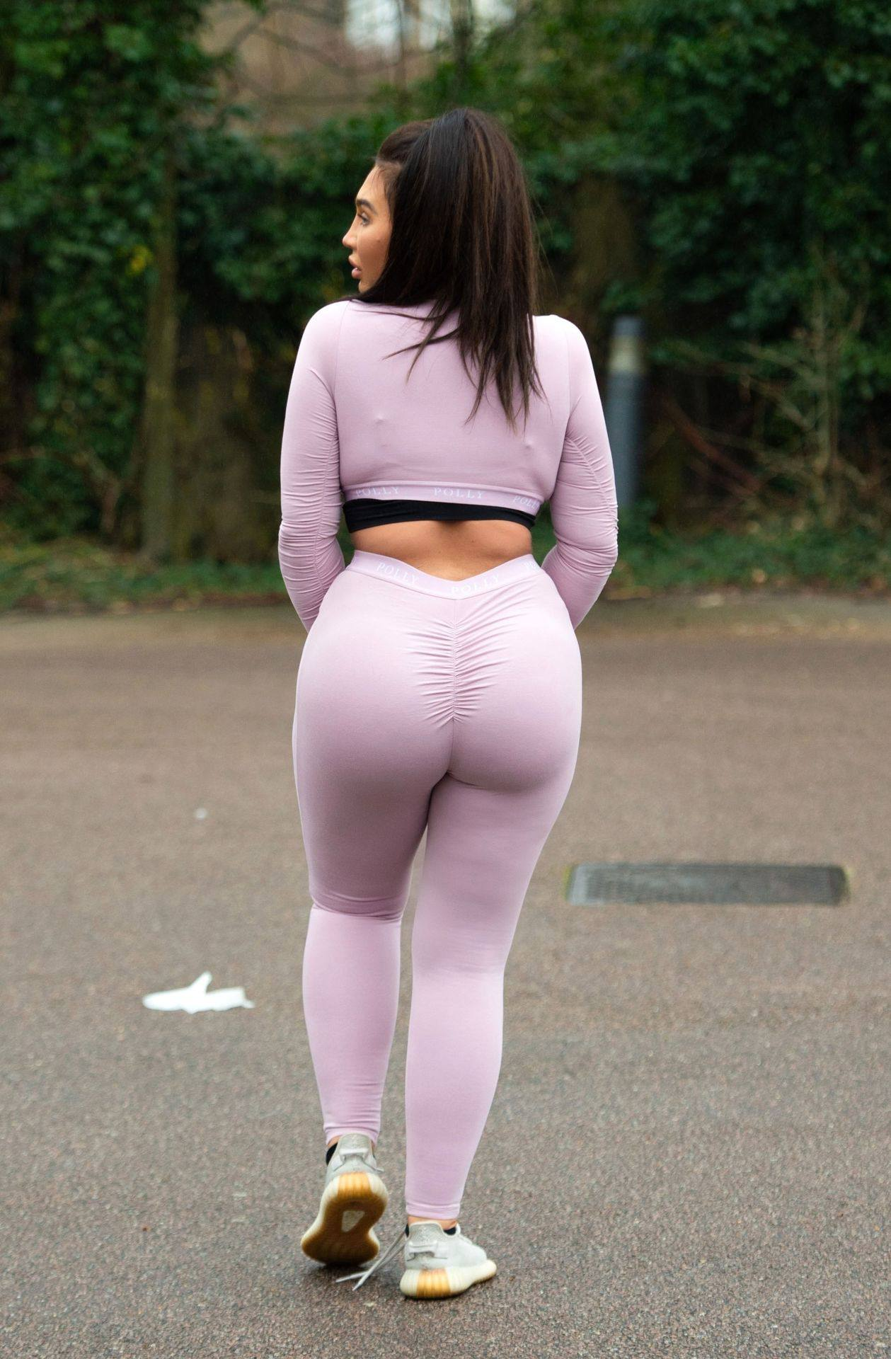 Lauren Goodger – Sexy Thick Body In Leggings And Revealing Top Out In Essex 0019