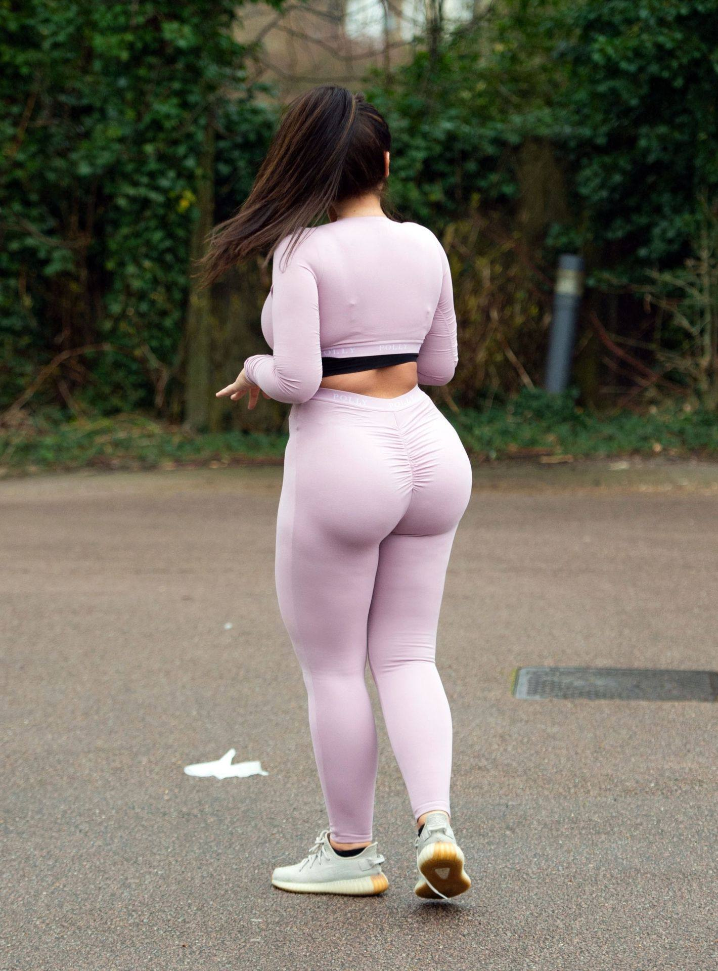 Lauren Goodger – Sexy Thick Body In Leggings And Revealing Top Out In Essex 0020