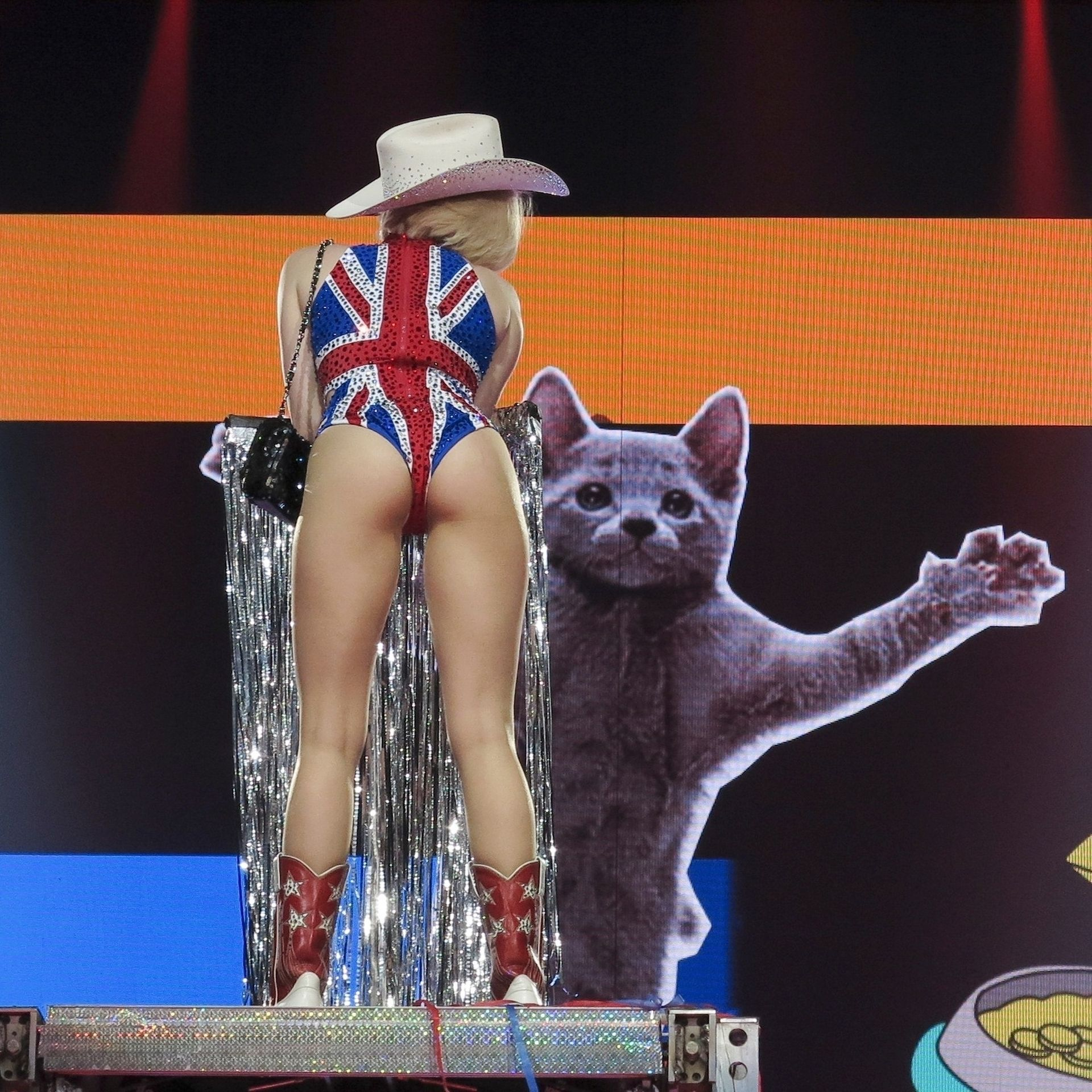 Miley Cyrus Looks Crazy At The O2 In London 0008