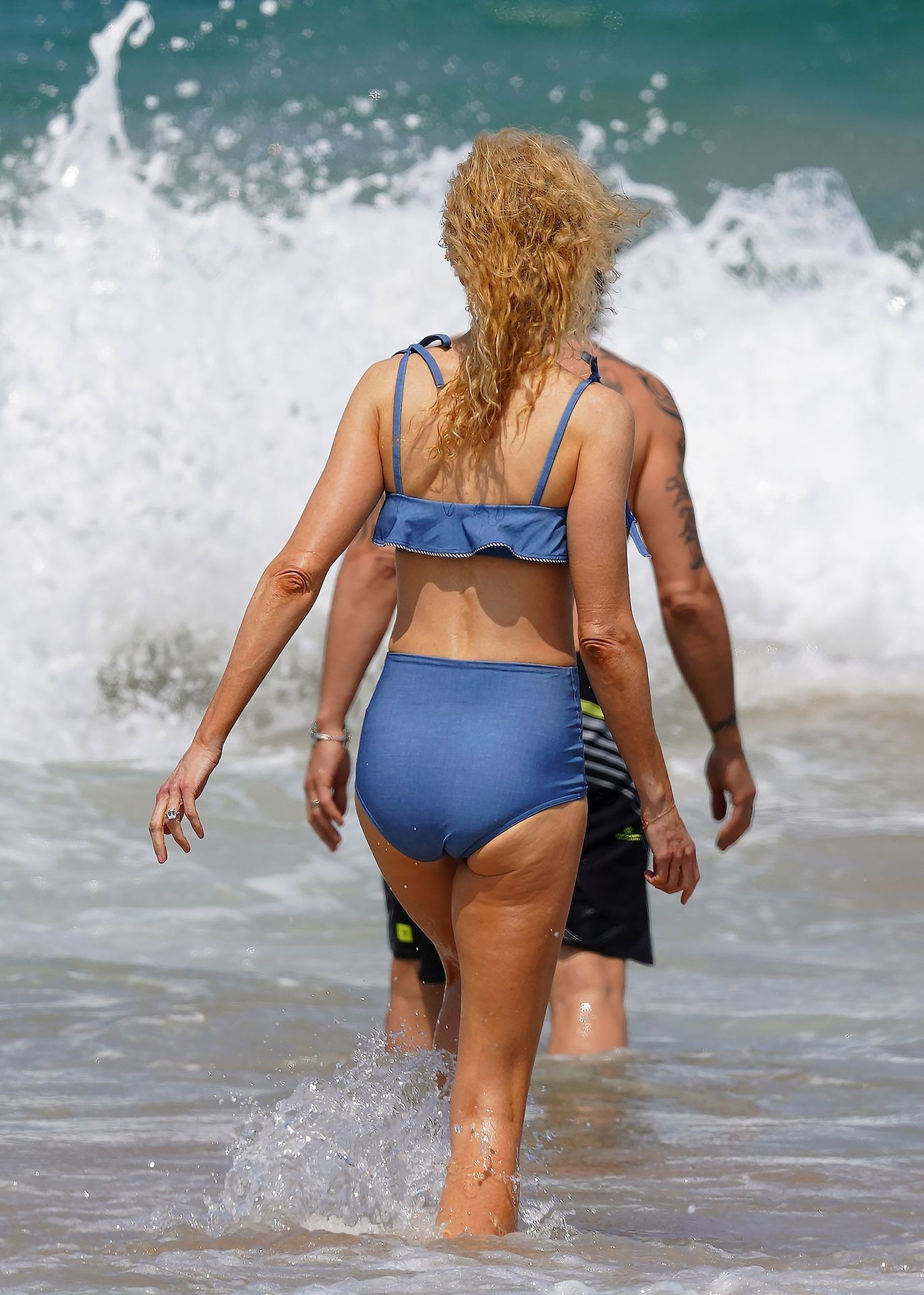 Nicole Kidman Hits The Beach While In Sydney With Her Family 0002
