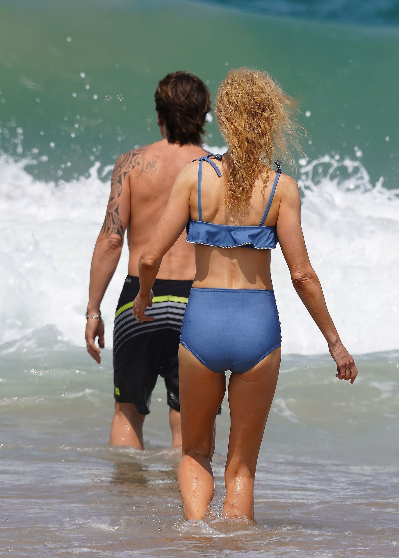 Nicole Kidman Hits The Beach While In Sydney With Her Family 0004