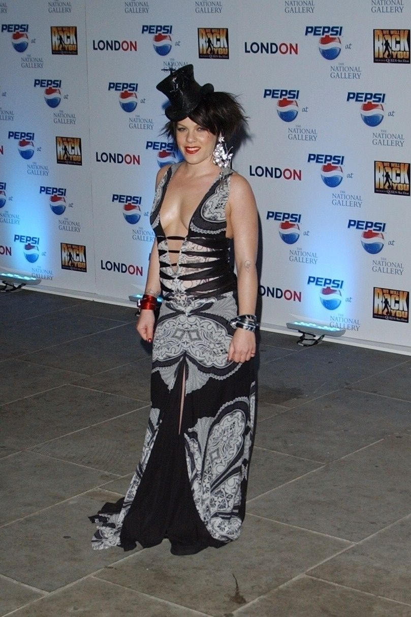 P!nk Shows Off Her Tits At Pepsi Event In Trafalgar Square In London 0002