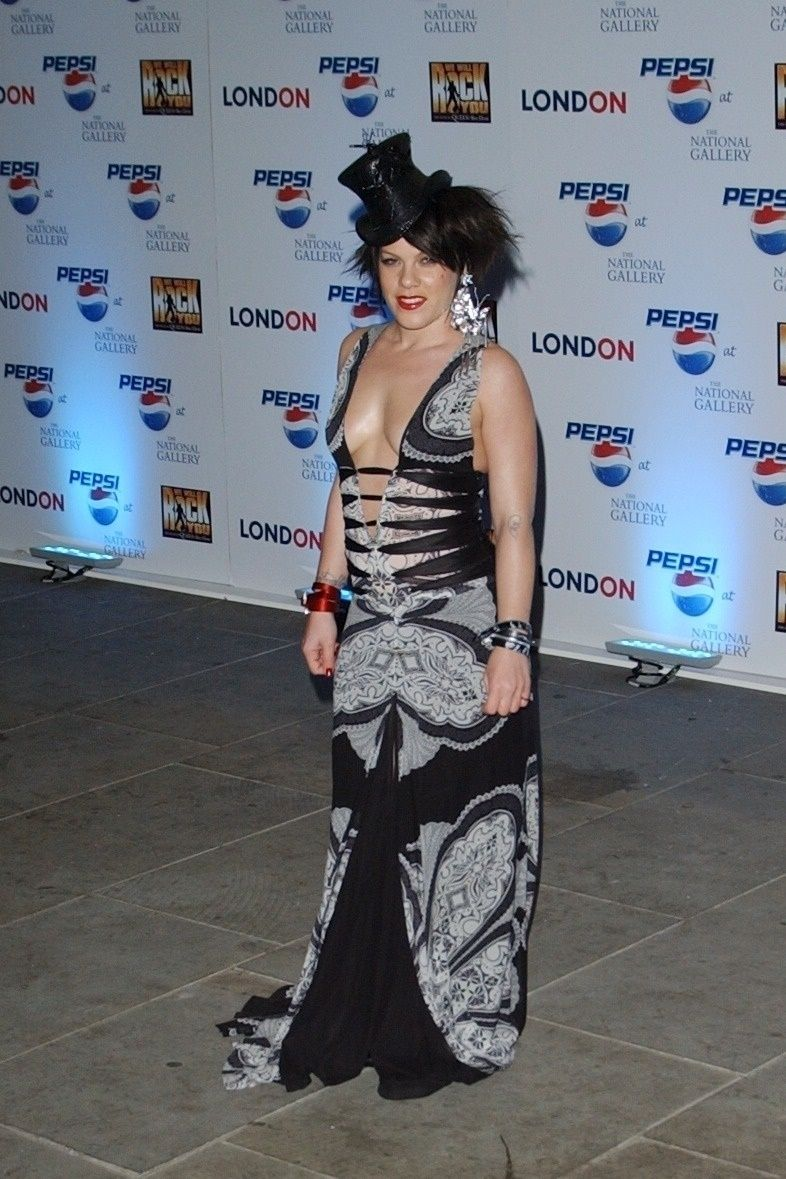 P!nk Shows Off Her Tits At Pepsi Event In Trafalgar Square In London 0003