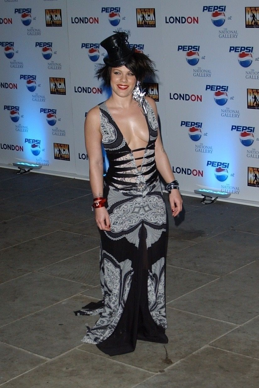 P!nk Shows Off Her Tits At Pepsi Event In Trafalgar Square In London 0004