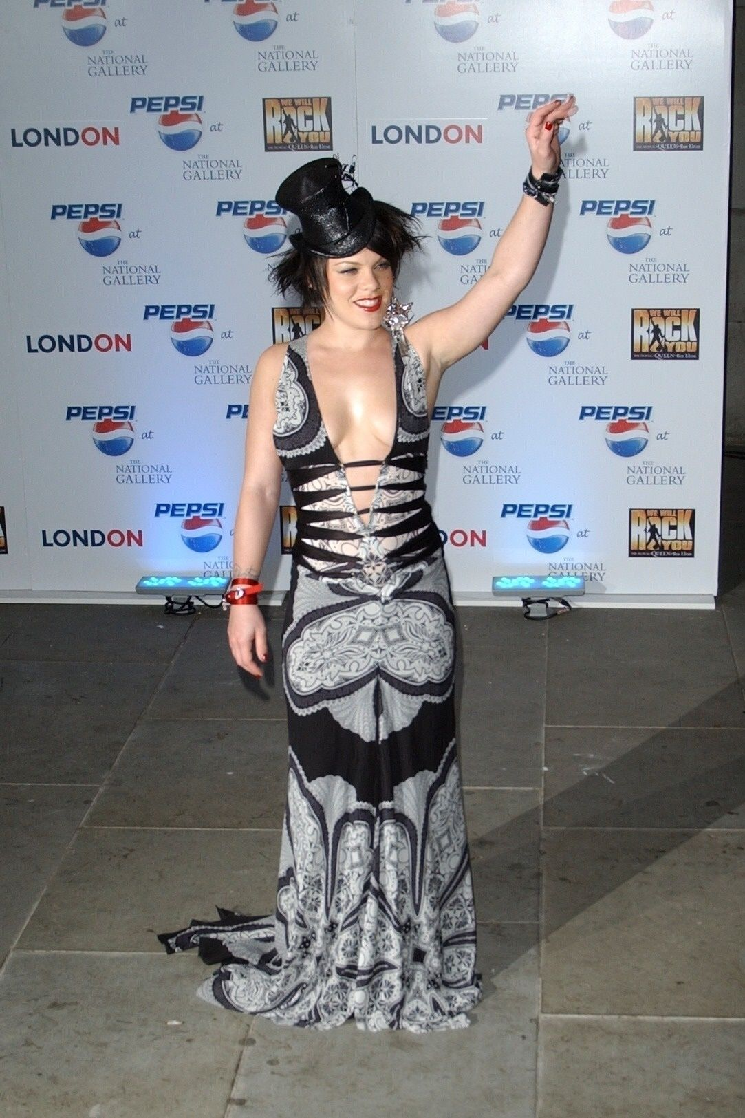 P!nk Shows Off Her Tits At Pepsi Event In Trafalgar Square In London 0009