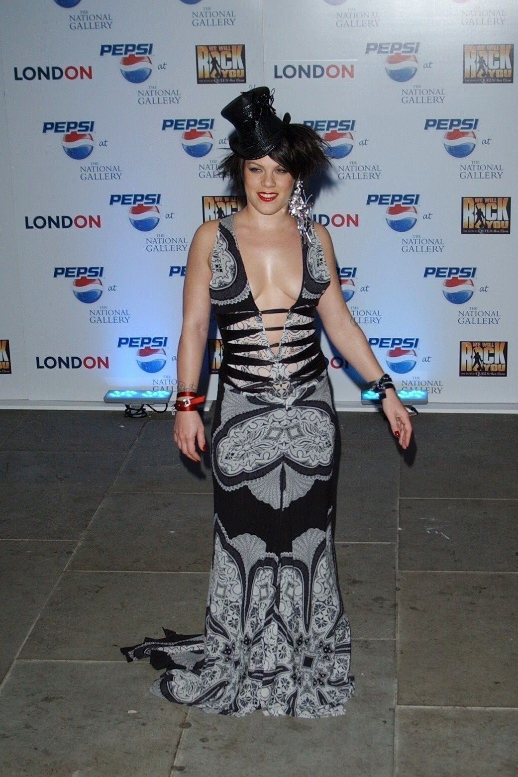 P!nk Shows Off Her Tits At Pepsi Event In Trafalgar Square In London 0010