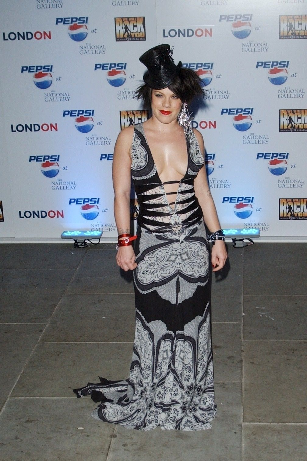 P!nk Shows Off Her Tits At Pepsi Event In Trafalgar Square In London 0011