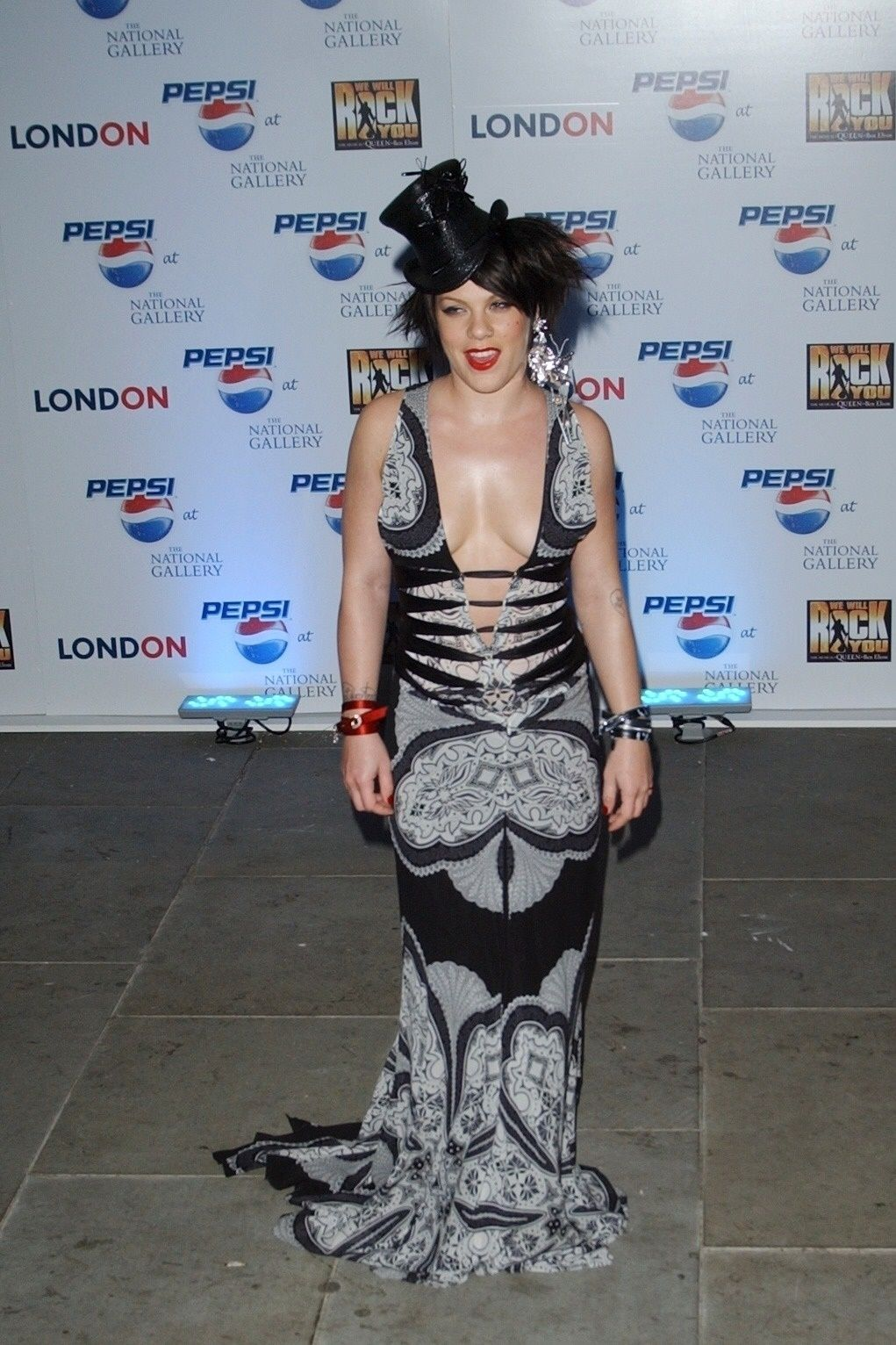P!nk Shows Off Her Tits At Pepsi Event In Trafalgar Square In London 0012