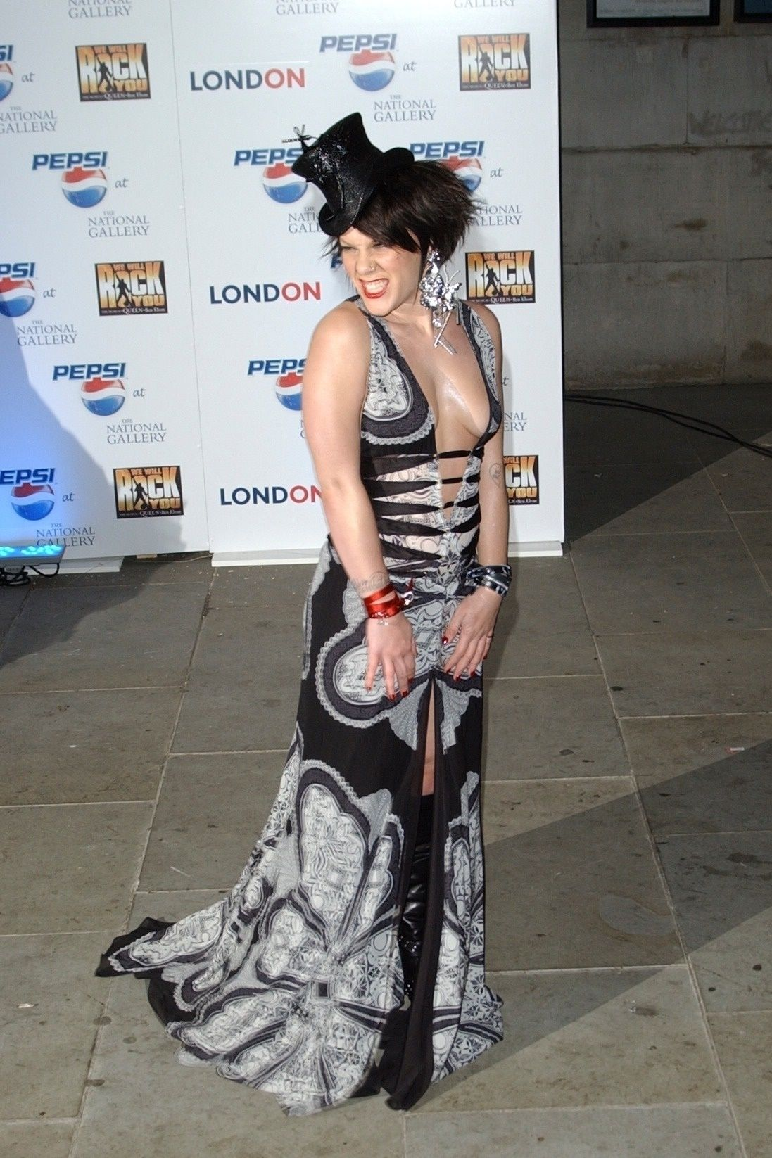 P!nk Shows Off Her Tits At Pepsi Event In Trafalgar Square In London 0014