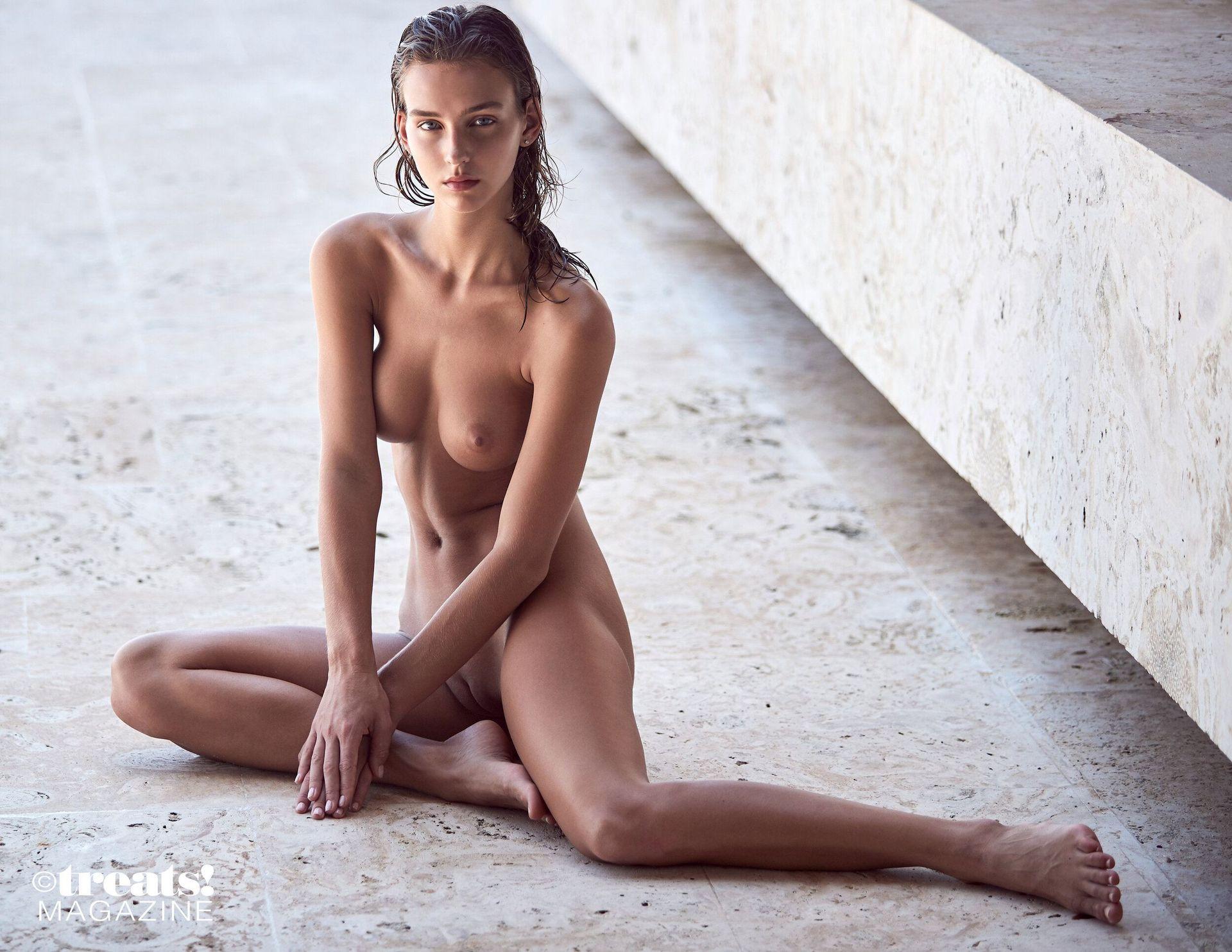 Rachel Cook Nude – Treats! 0008
