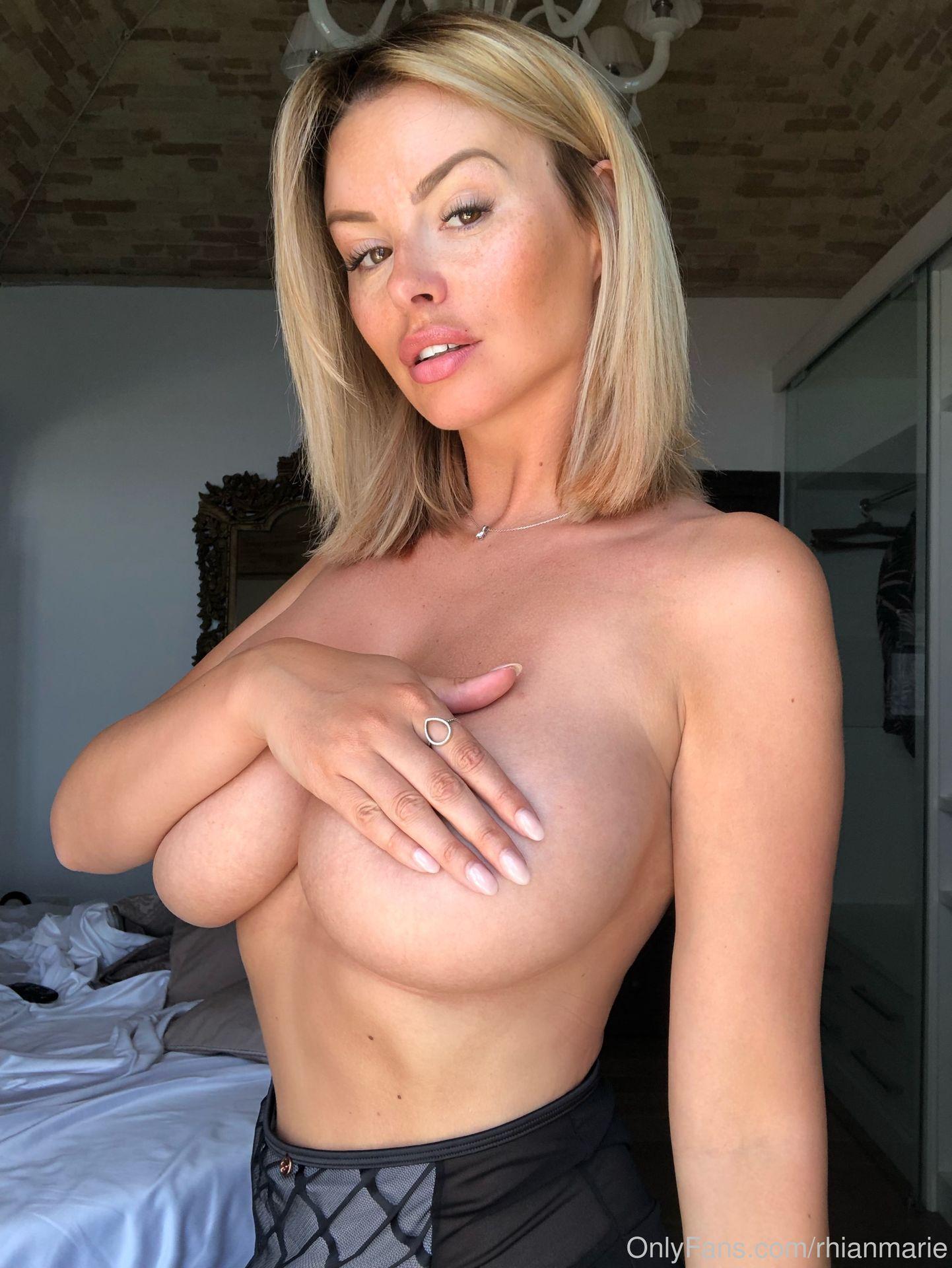Rhian Sugden Nude & Sexy 0093