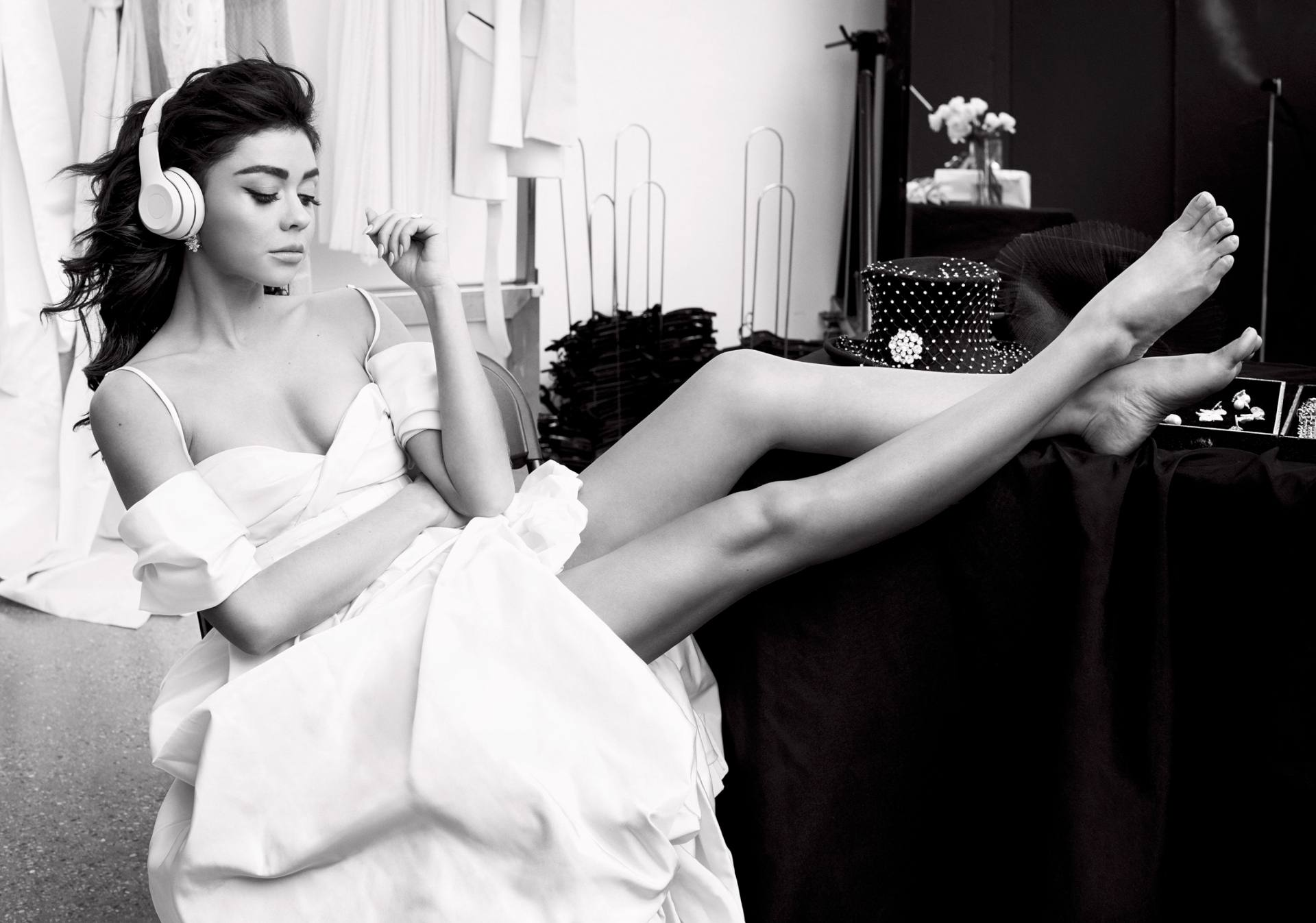 Sarah Hyland Sexy Legs In Alluring Photoshoot For Cosmopolitan Magazine (may 2020) 0009