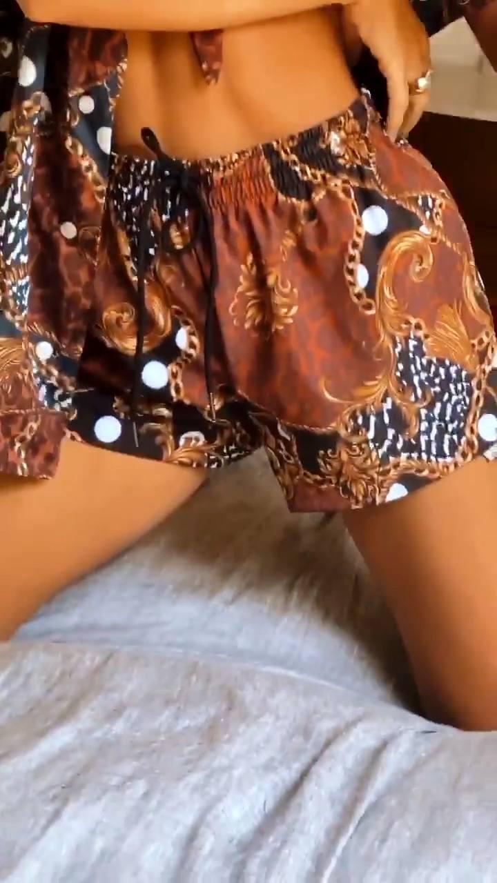 Emily Ratajkowski – Perfect Boobs In Sexy Braless Photoshoot For Inamorata Collection 0016