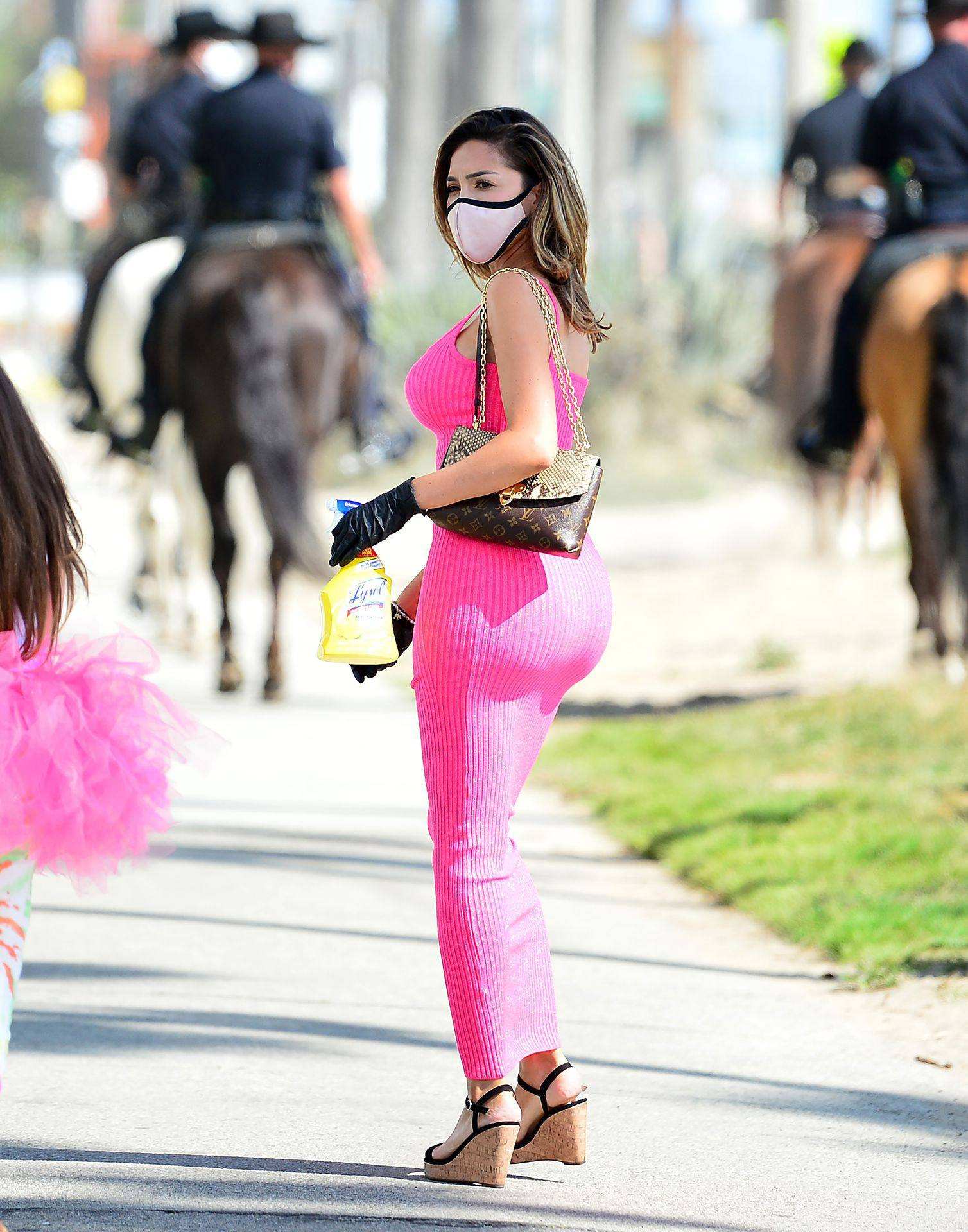 Farrah Abraham – Sexy Curvy Body In A Pink Dress Out In Los Angeles 0001