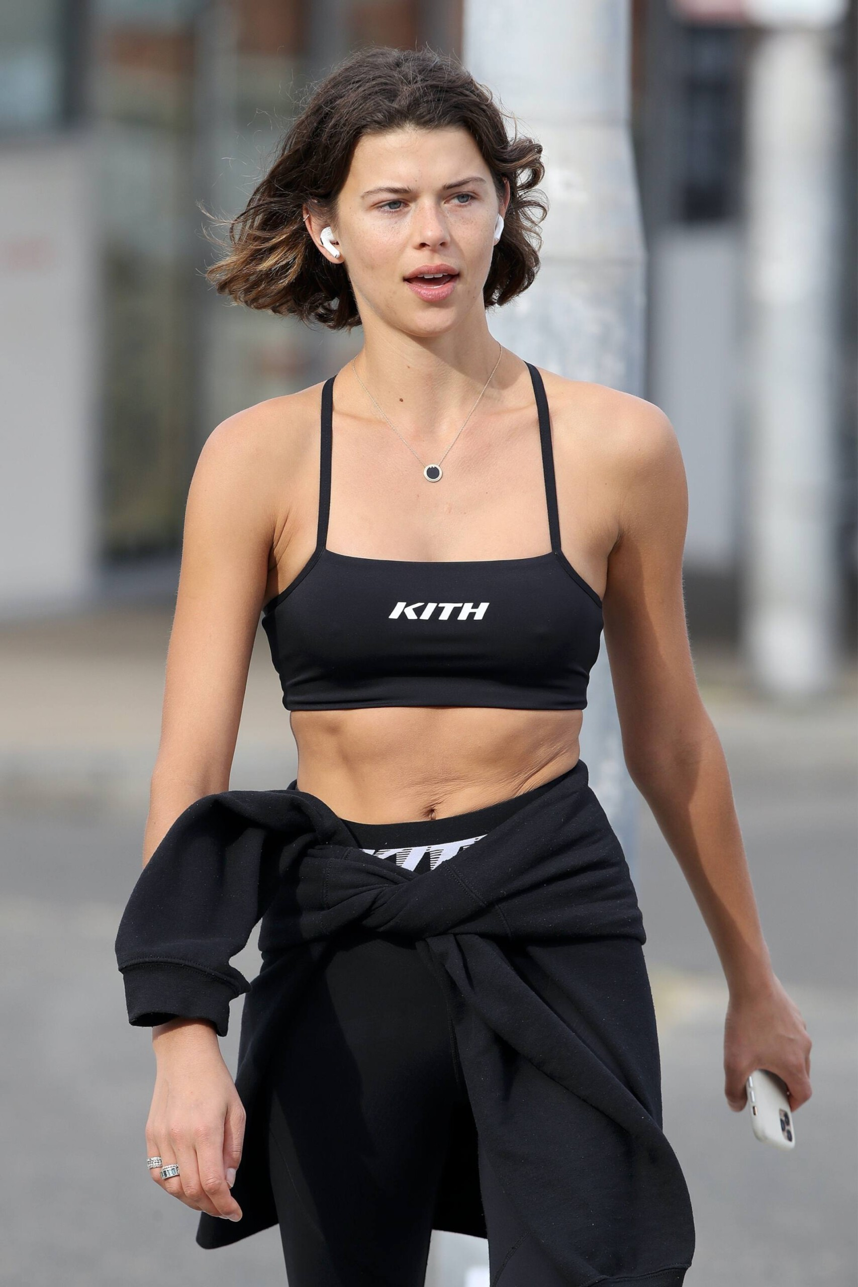 Georgia Fowler – Beautiful Toned Body In Sexy Sports Bra Out In Sydney 0004