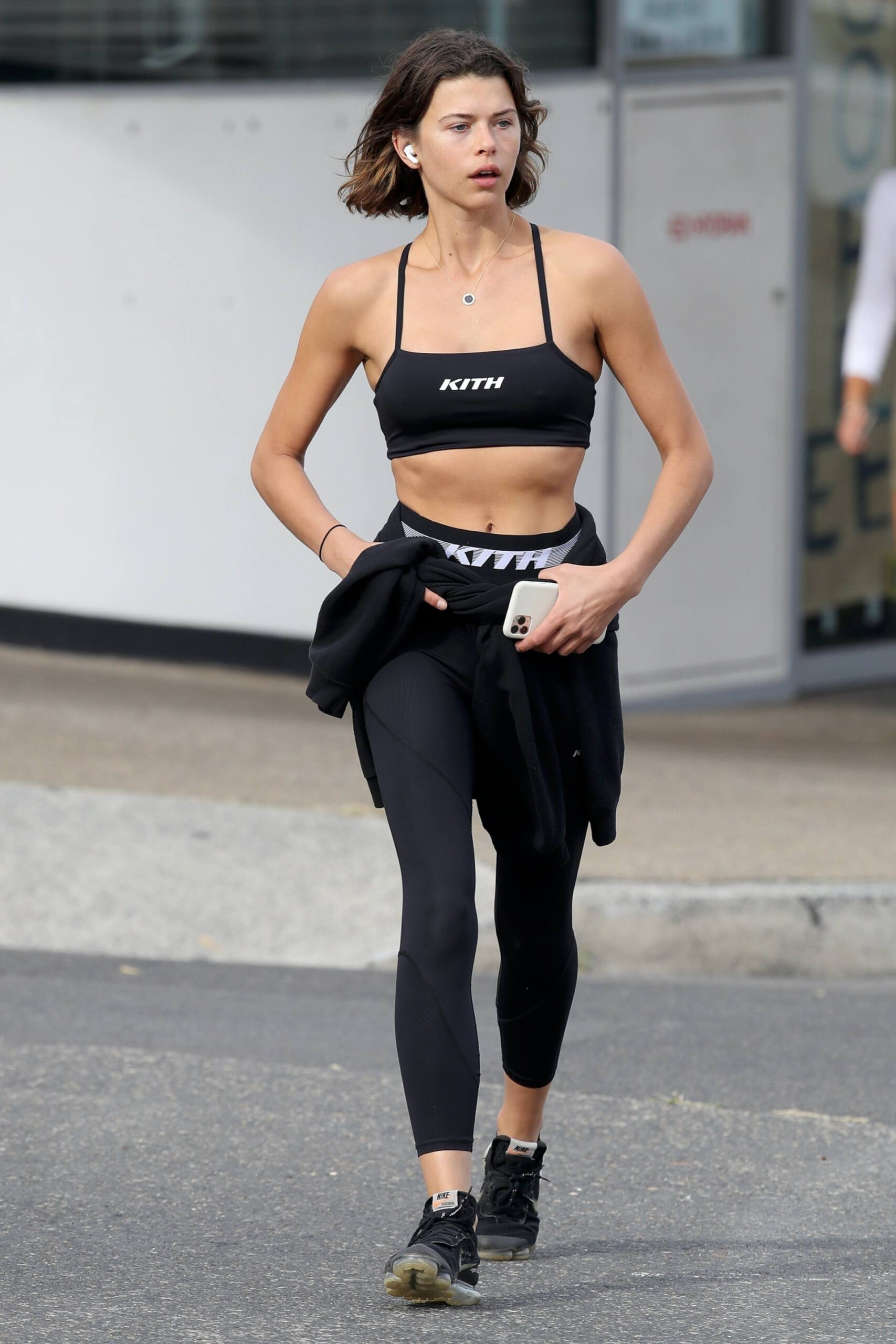 Georgia Fowler – Beautiful Toned Body In Sexy Sports Bra Out In Sydney 0008