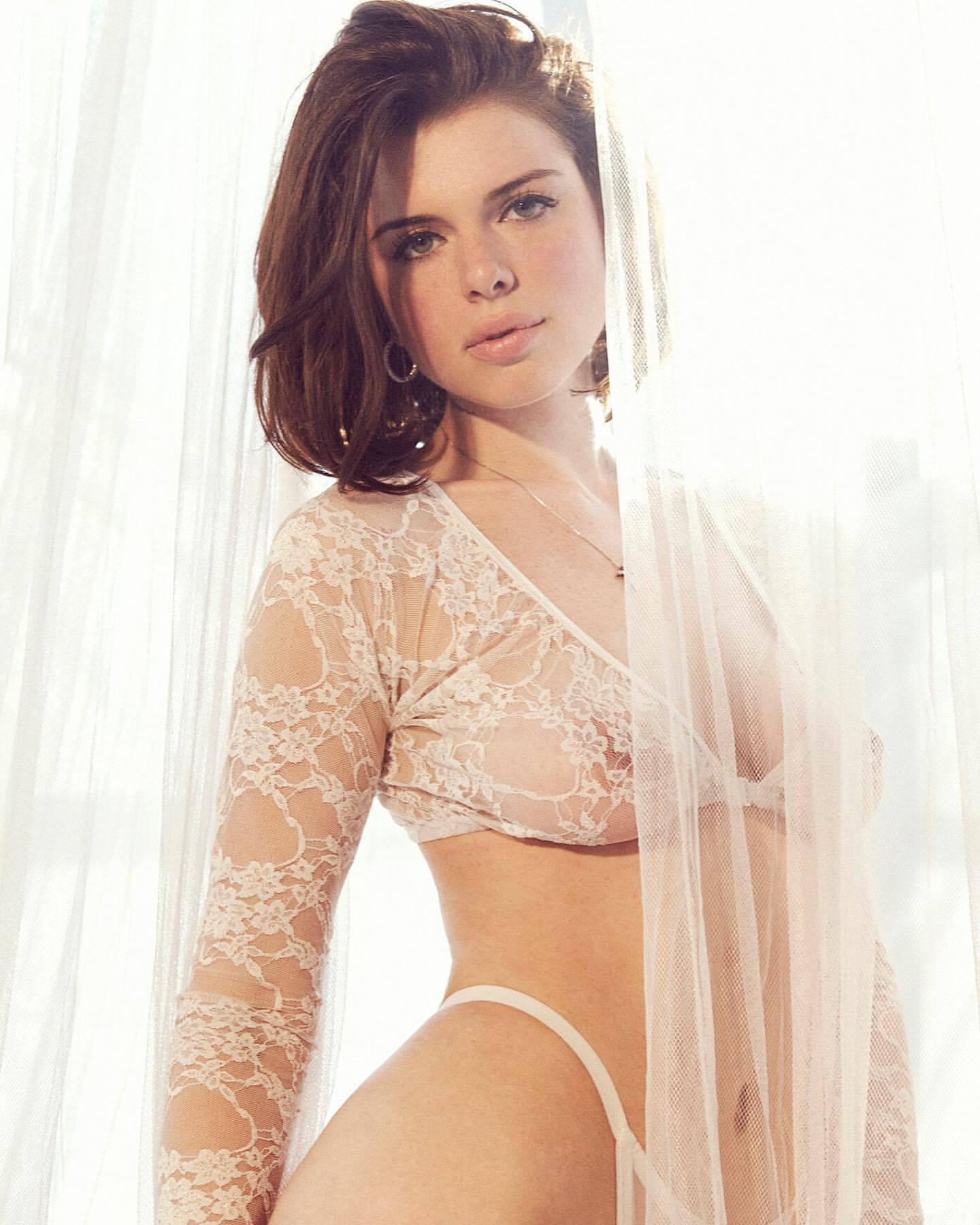 Julia Fox – Beautiful Big Boobs In Sexy Sheer Lingerie 0002