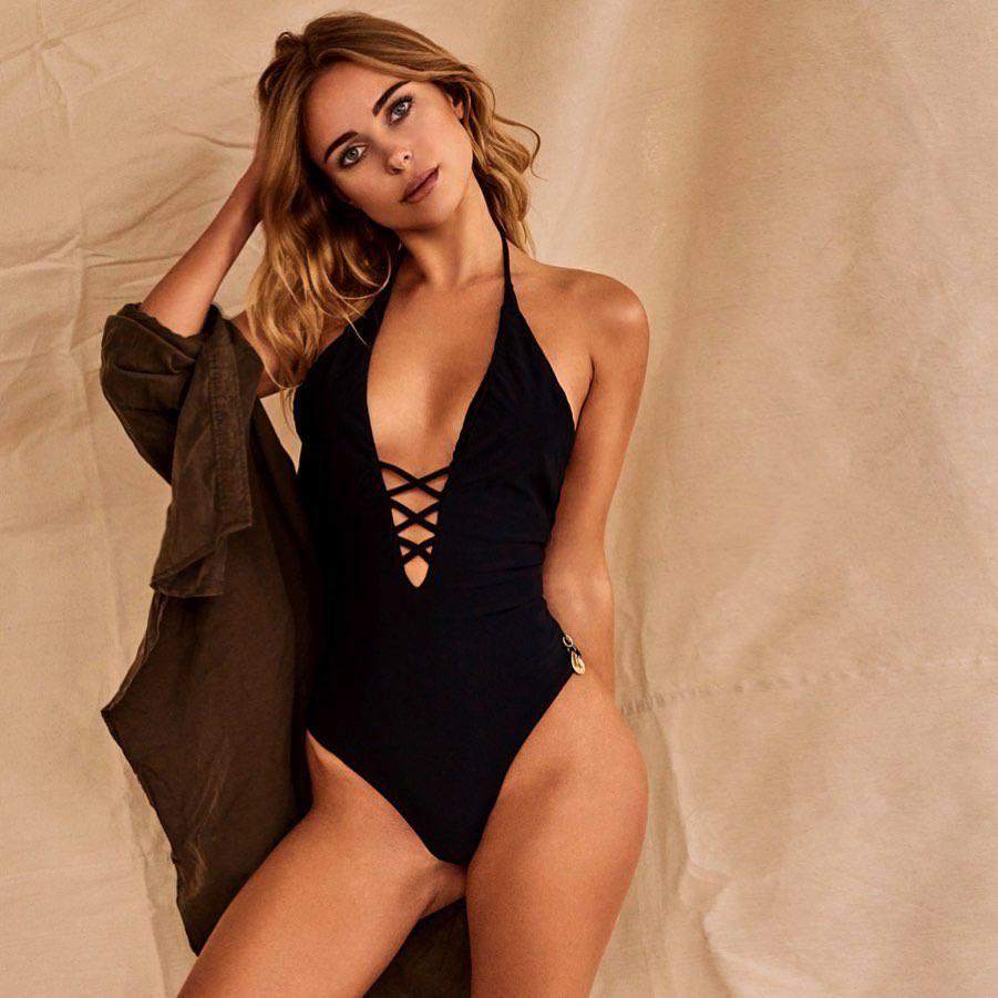 Kimberley Garner – Perfect Ass In Sexy Black Swimsuit Photoshoot 0002