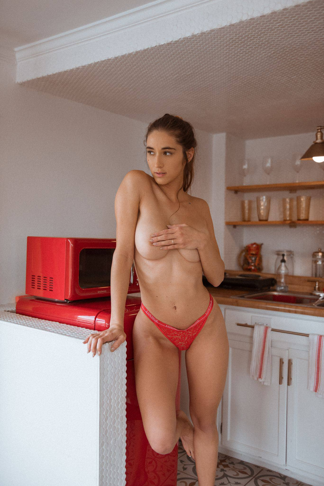 Natalie Roush – Hot Ass And Boobs In Sexy Toples Photoshoot 0002