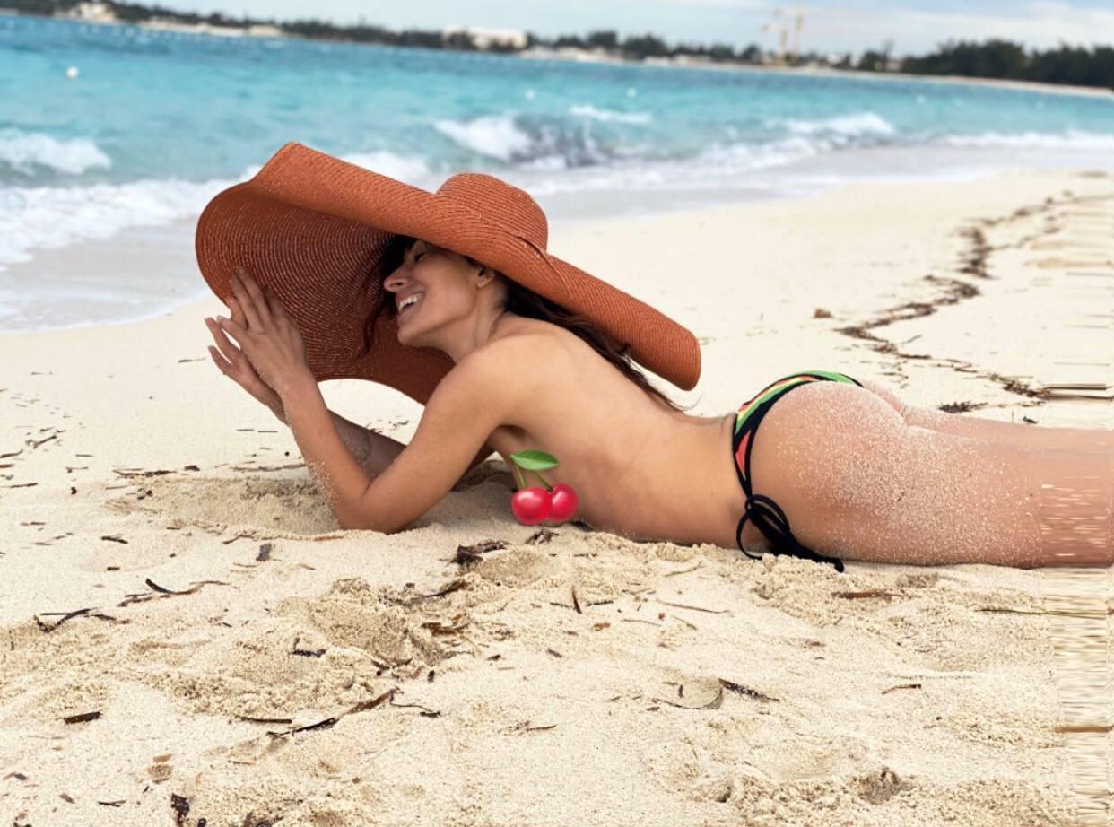 Sarah Shaki Topless At Beach