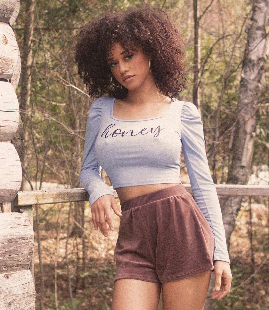 Stormi Maya – Sexy Big Breasts And Nipples In Racy Instagram Pics 0001
