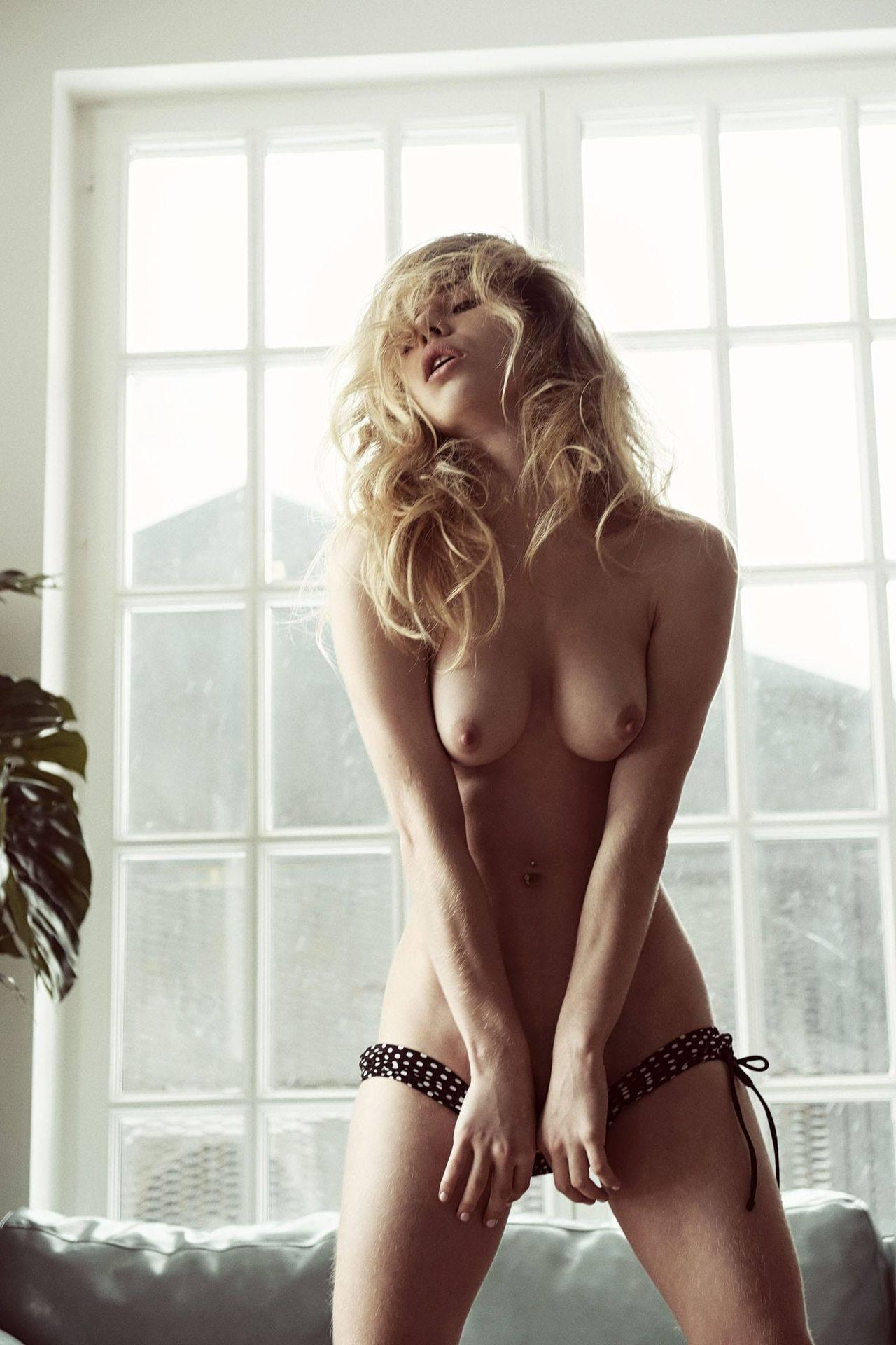 Alexandra Smelova – Beautiful Boobs In Sexy Topless Photoshoot By Rocco Cruz (nsfw) 0002