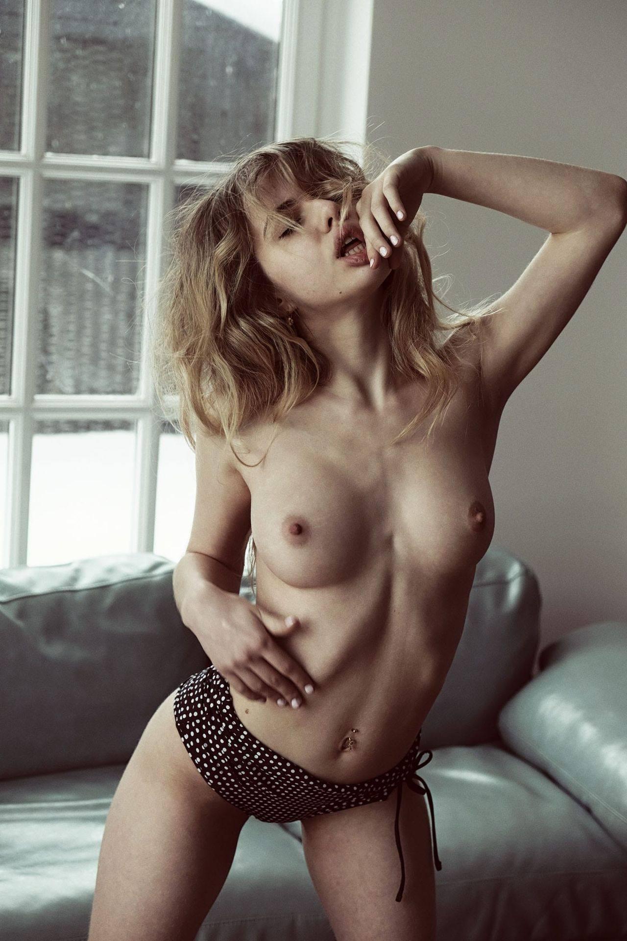 Alexandra Smelova – Beautiful Boobs In Sexy Topless Photoshoot By Rocco Cruz (nsfw) 0003