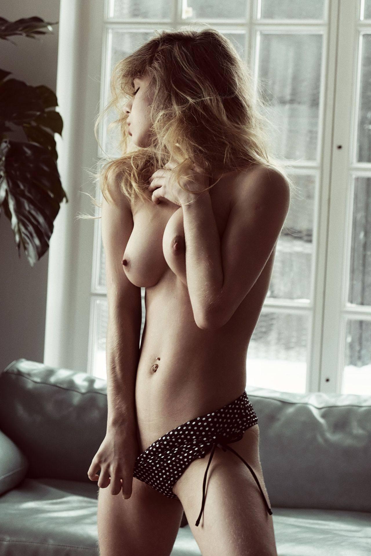 Alexandra Smelova – Beautiful Boobs In Sexy Topless Photoshoot By Rocco Cruz (nsfw) 0004