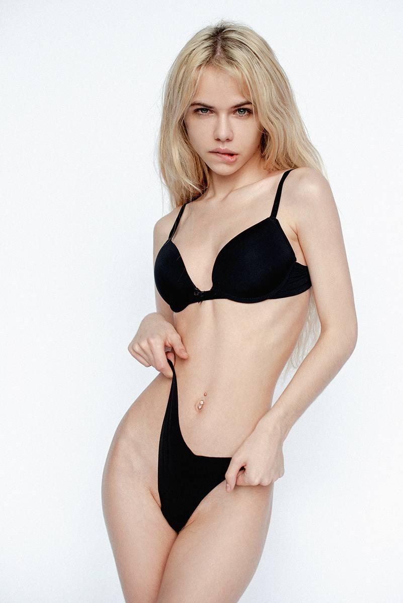 Alexandra Smelova – Sexy Boobs In Hot Topless Photoshoot (nsfw) 0005
