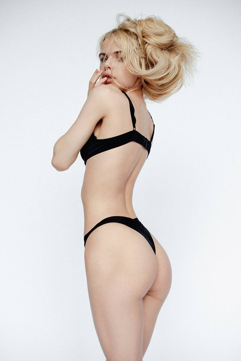 Alexandra Smelova – Sexy Boobs In Hot Topless Photoshoot (nsfw) 0006