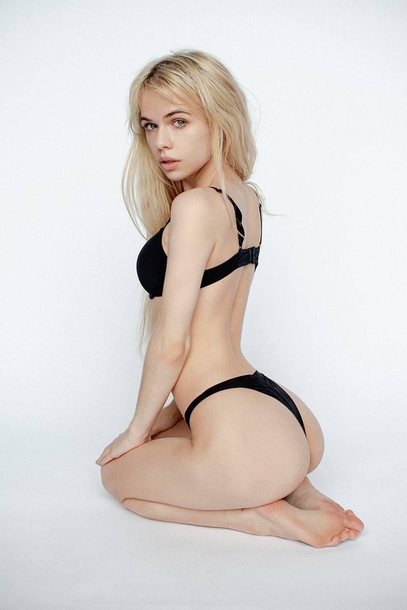 Alexandra Smelova – Sexy Boobs In Hot Topless Photoshoot (nsfw) 0009