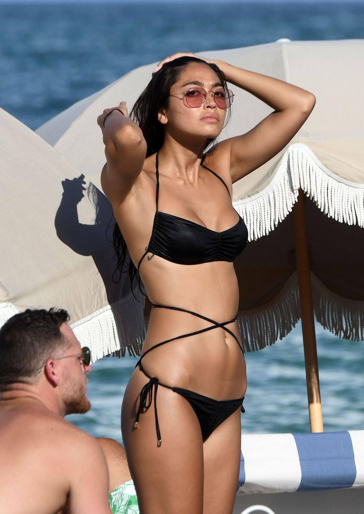 Ambra Gutierrez – Beautiful Body In Small Bikini At The Beach In Miami Beach 0009