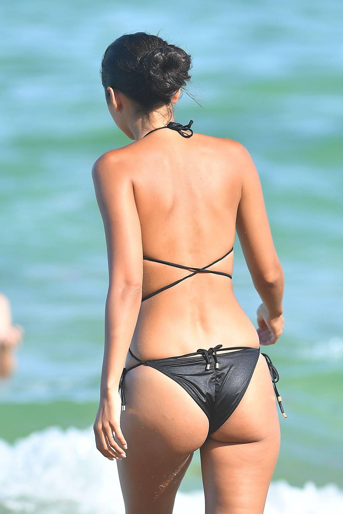Ambra Gutierrez – Beautiful Body In Small Bikini At The Beach In Miami Beach 0010